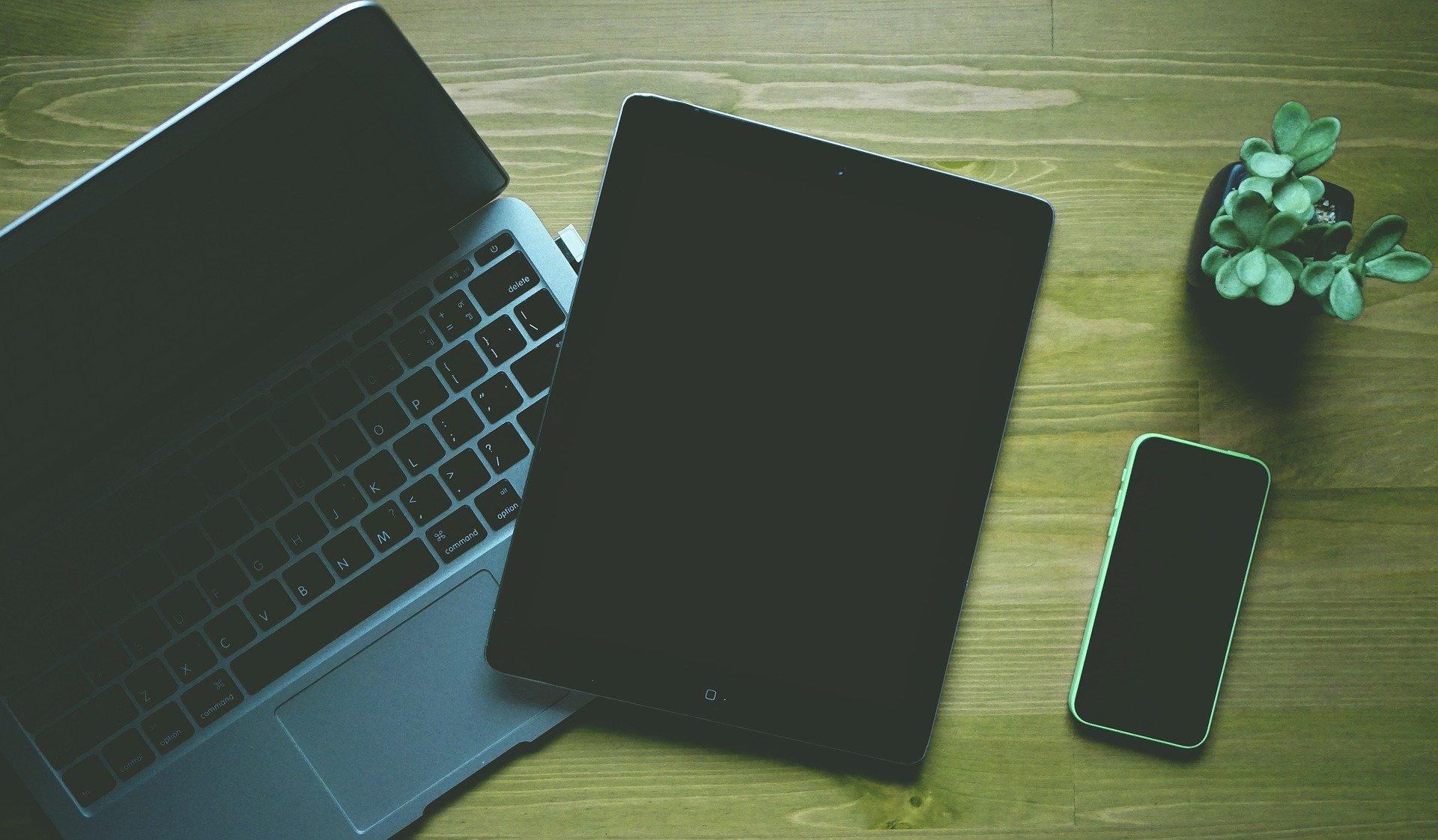 ordinateur tablette et smartphone